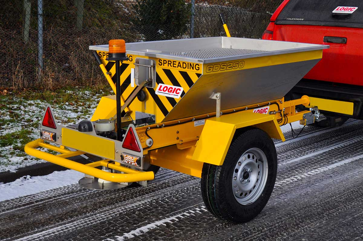 Tractor - Pickup - UTV Salt Spreader GDS250 04