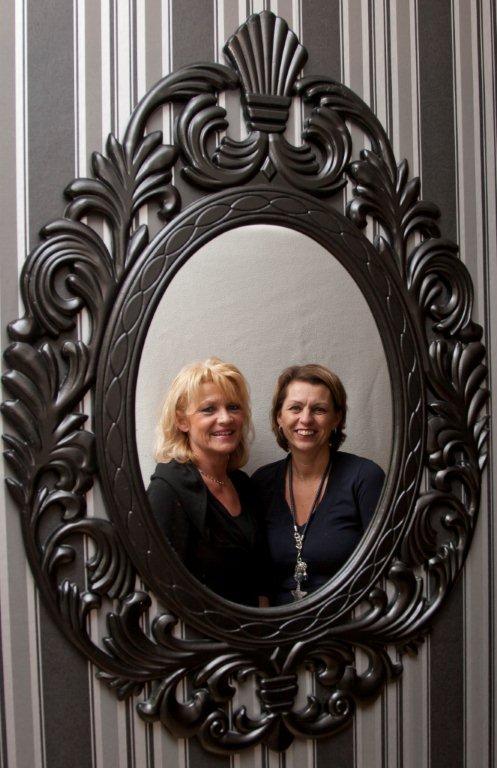spiegel met Ans en Wilma