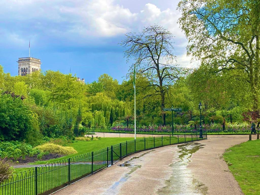 #londongreenspaces #airbnb @stayinlondon.co.uk #londonparks #booking