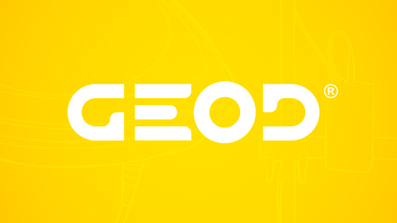 Geod logotype blanc sur fond jaune