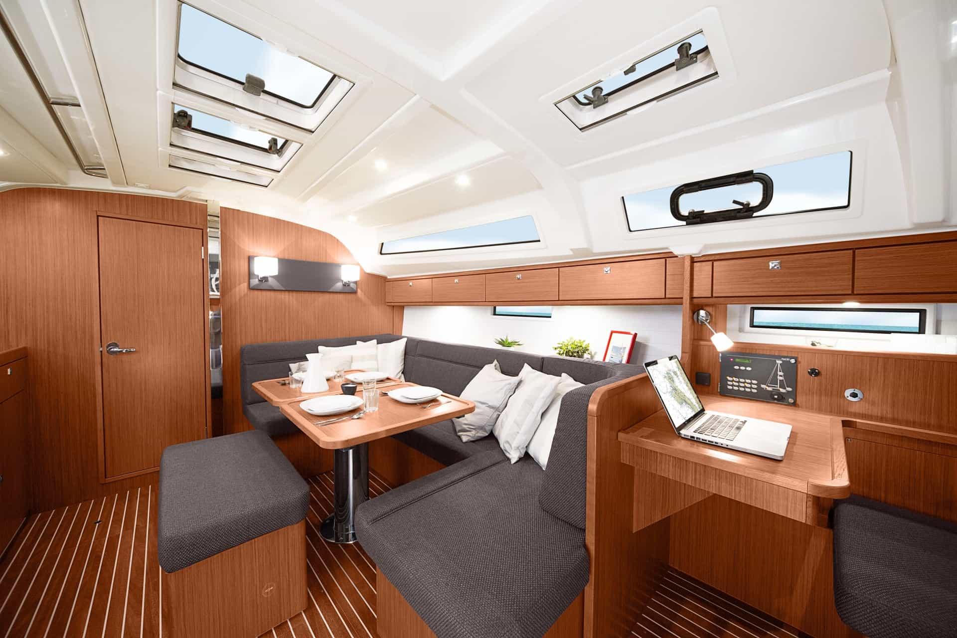 Bavaria Cruiser 41 interiör