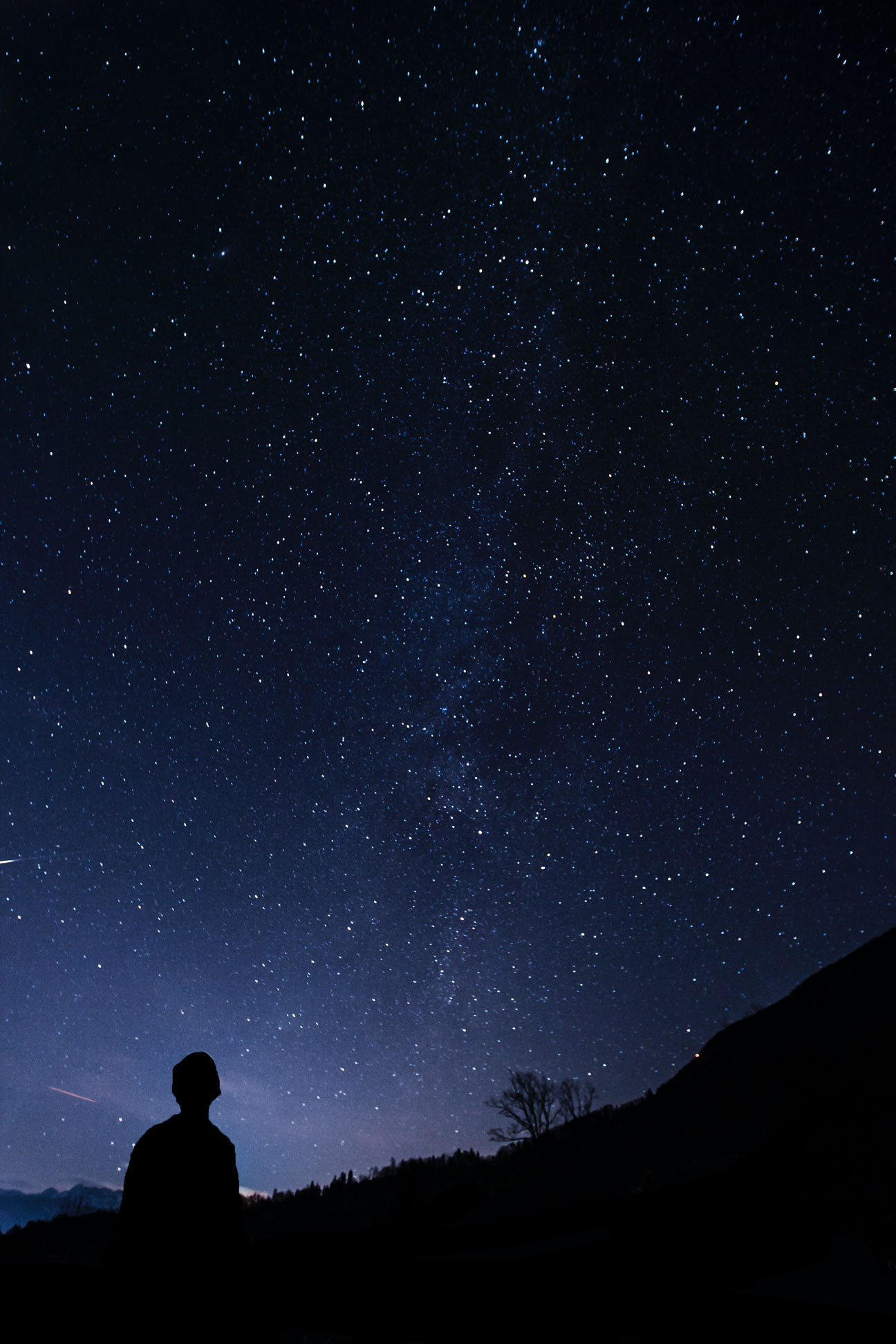 A man look the stars suring the night sky