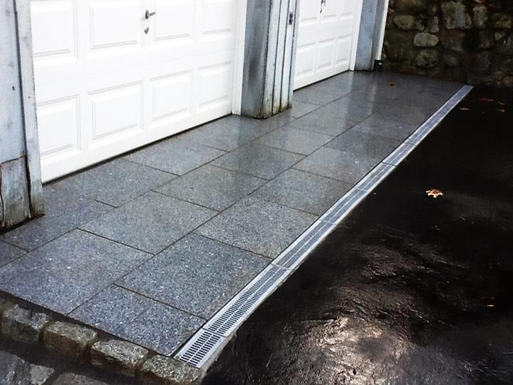 new england landscaper Winchester, MA granite pattern landing with channel drain, antique cobblestone edge