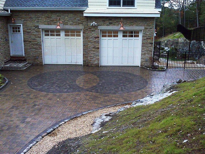 new england landscaper Melrose, MA intersecting circles patterned paver driveway
