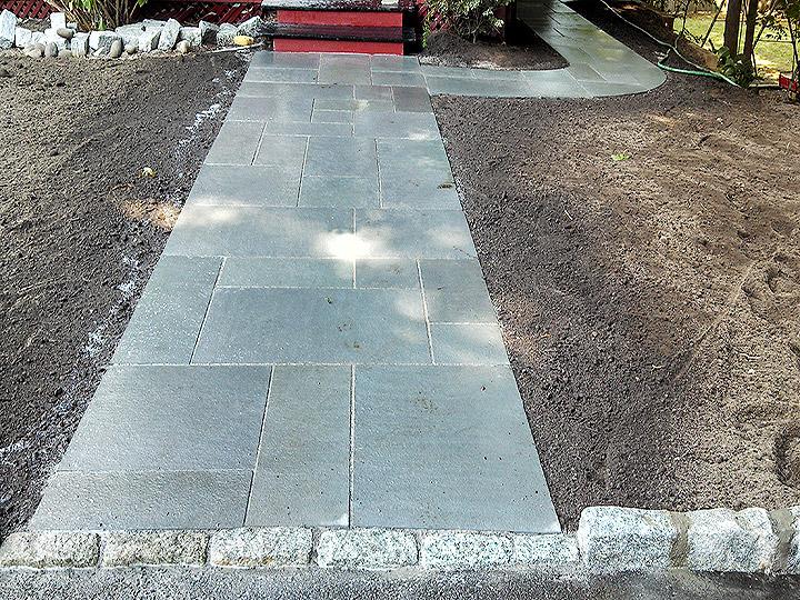 new england landscaper Arlington, MA thermal bluestone walkway, cobblestone border, cobblestone curbing
