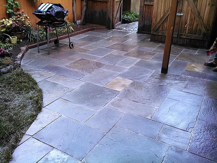 new england landscaper Cambridge, MA natural bluestone cleft patio