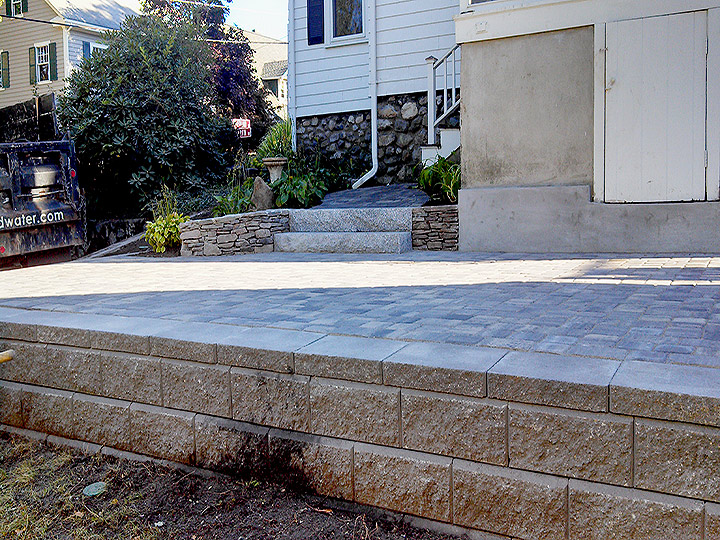 new england landscaper Melrose, MA paver patio, concrete block retaining wall, granite steps
