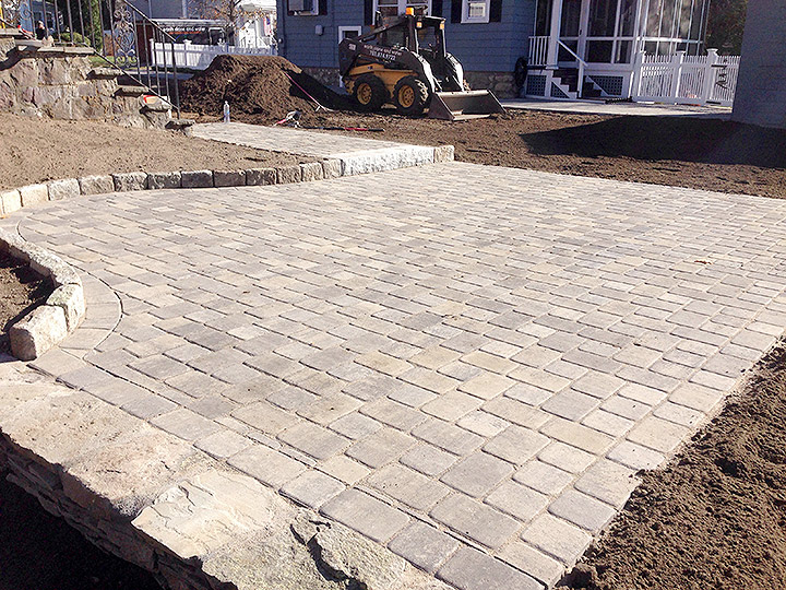 new england landscaper Melrose, MA natural stone wall, paver patio