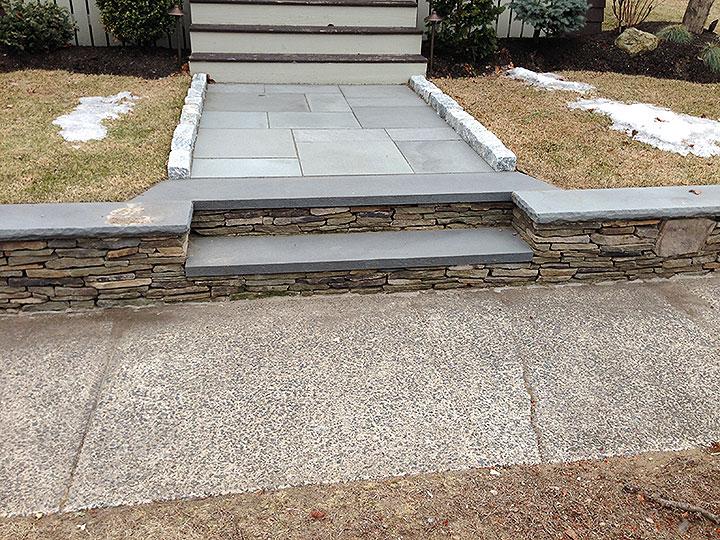 new england landscaper Andover, MA fieldstone wall, bluestone cap, thermal bluestone walkway, cobblestone edge