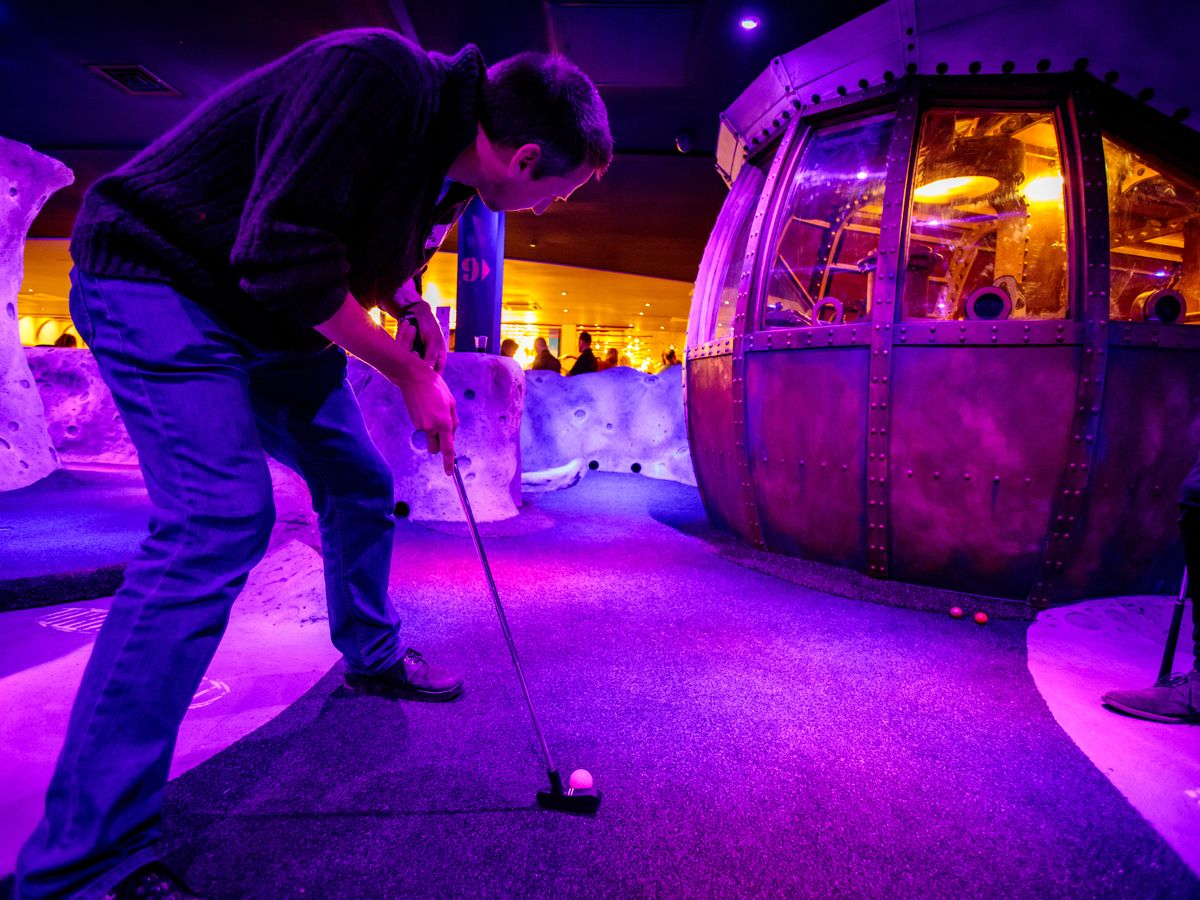 Play Adventure Quest Golf at Laser Quest Coventry