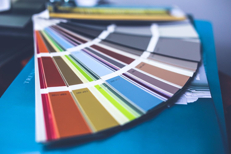 Farbfächer die richtige Farbe auswählen