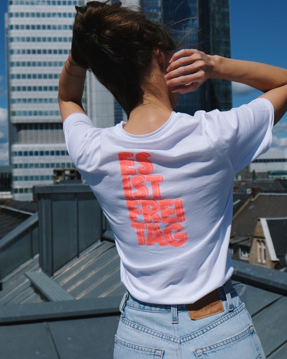 T-Shirt Es Ist Freitag