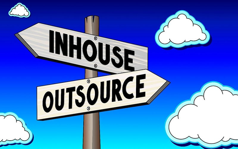 illustration of a signpost with two signs pointing in opposite directions: 'inhouse' and 'outsource'.