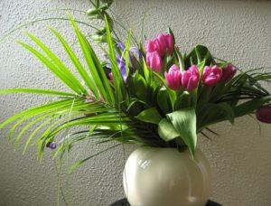 Anniversary flowers WikiCommons