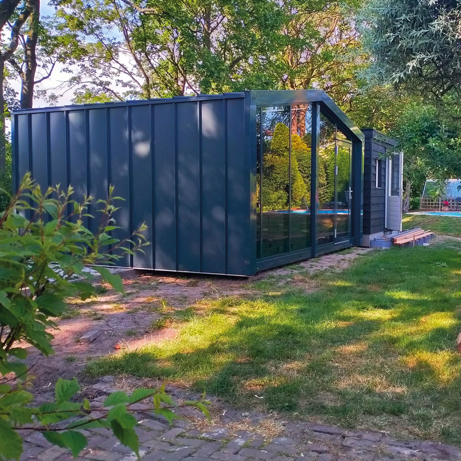 ZaaK® ZDLGL4 geplaatst in tuin.
