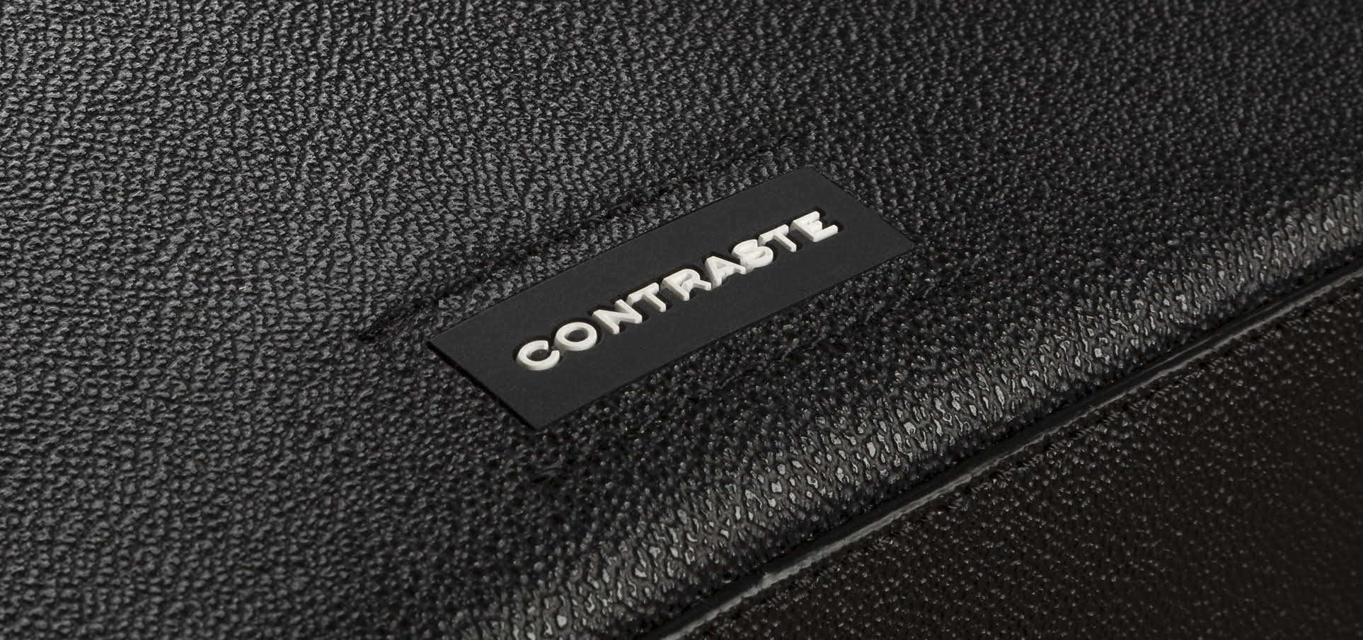 Contraste's Logo showing on the bag
