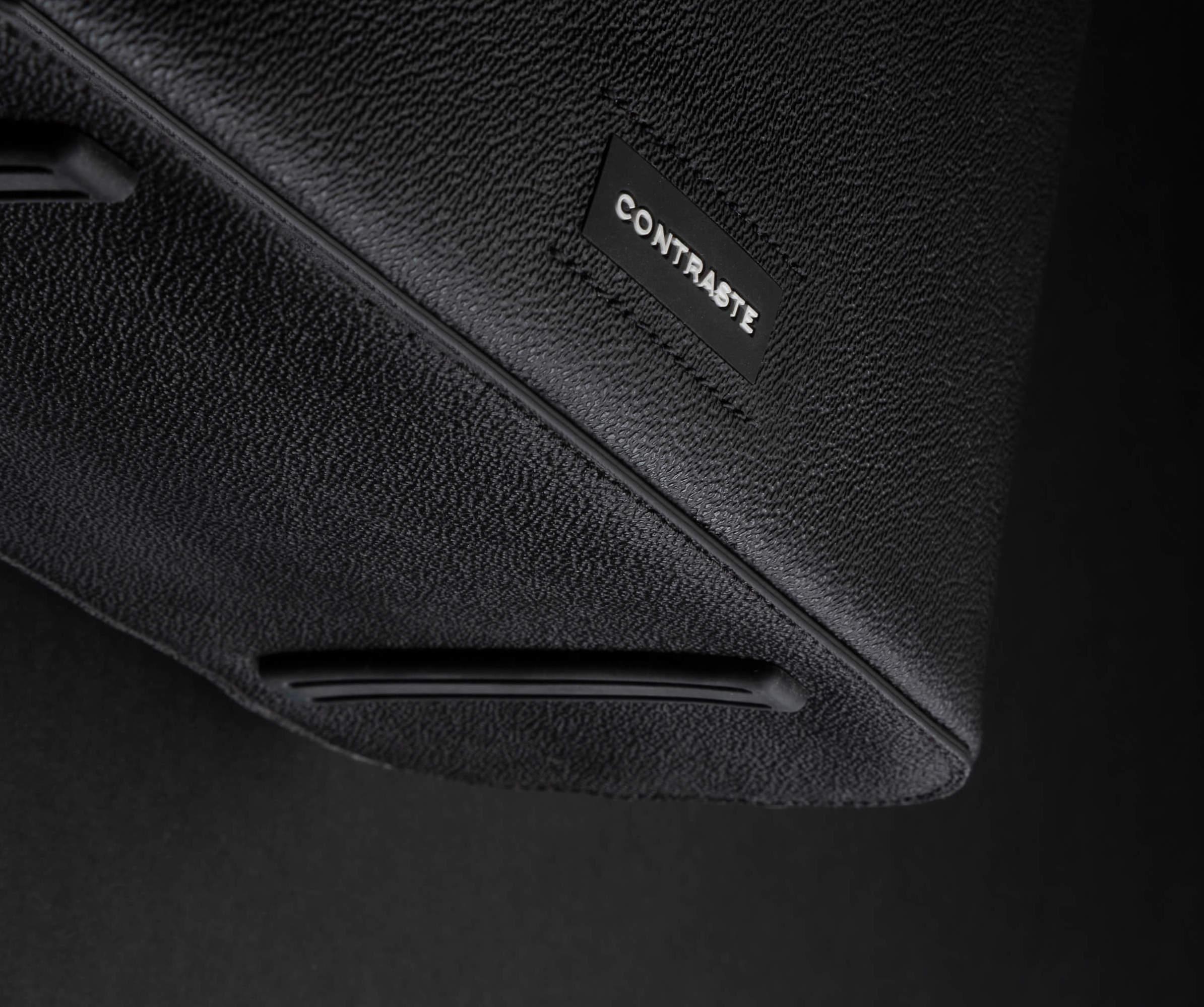 pochette contraste paris technologie sac photo cuir noir velours rouge stabilité pied