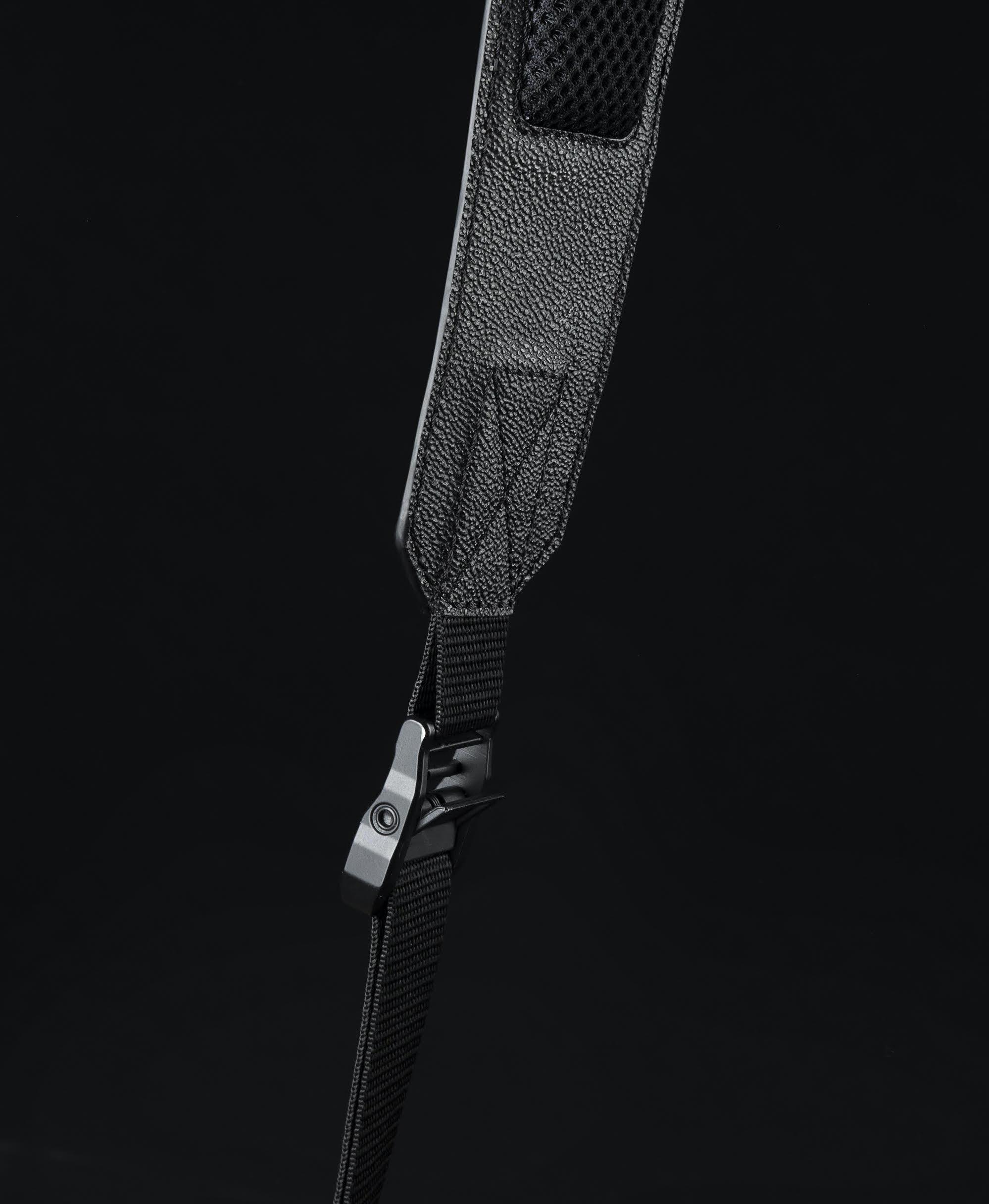 pochette contraste paris technologie sac photo cuir noir velours rouge bandoulière confort shoulder comfort