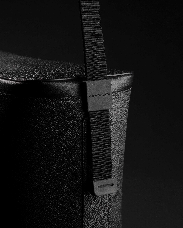 pochette contraste paris technologie sac photo cuir noir velours rouge sangles bandoulière