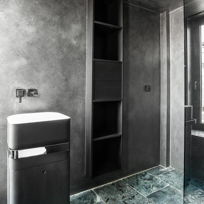Dieser schöne Badschrank fügt sich prima in das restliche Badezimmer Interieur ein. Ton in Ton entsteht ein gemütliches Raumgefühl.