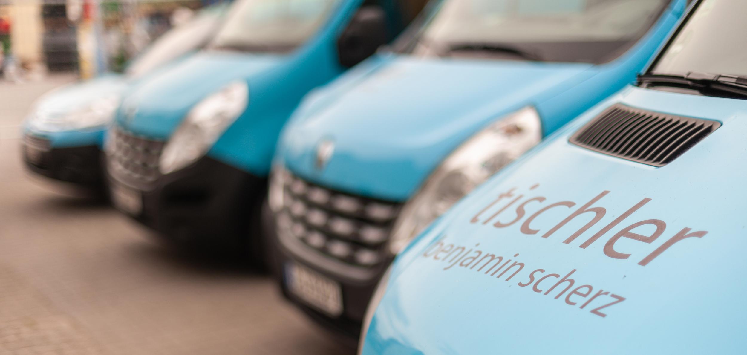 unsere blauen Fahrzeuge