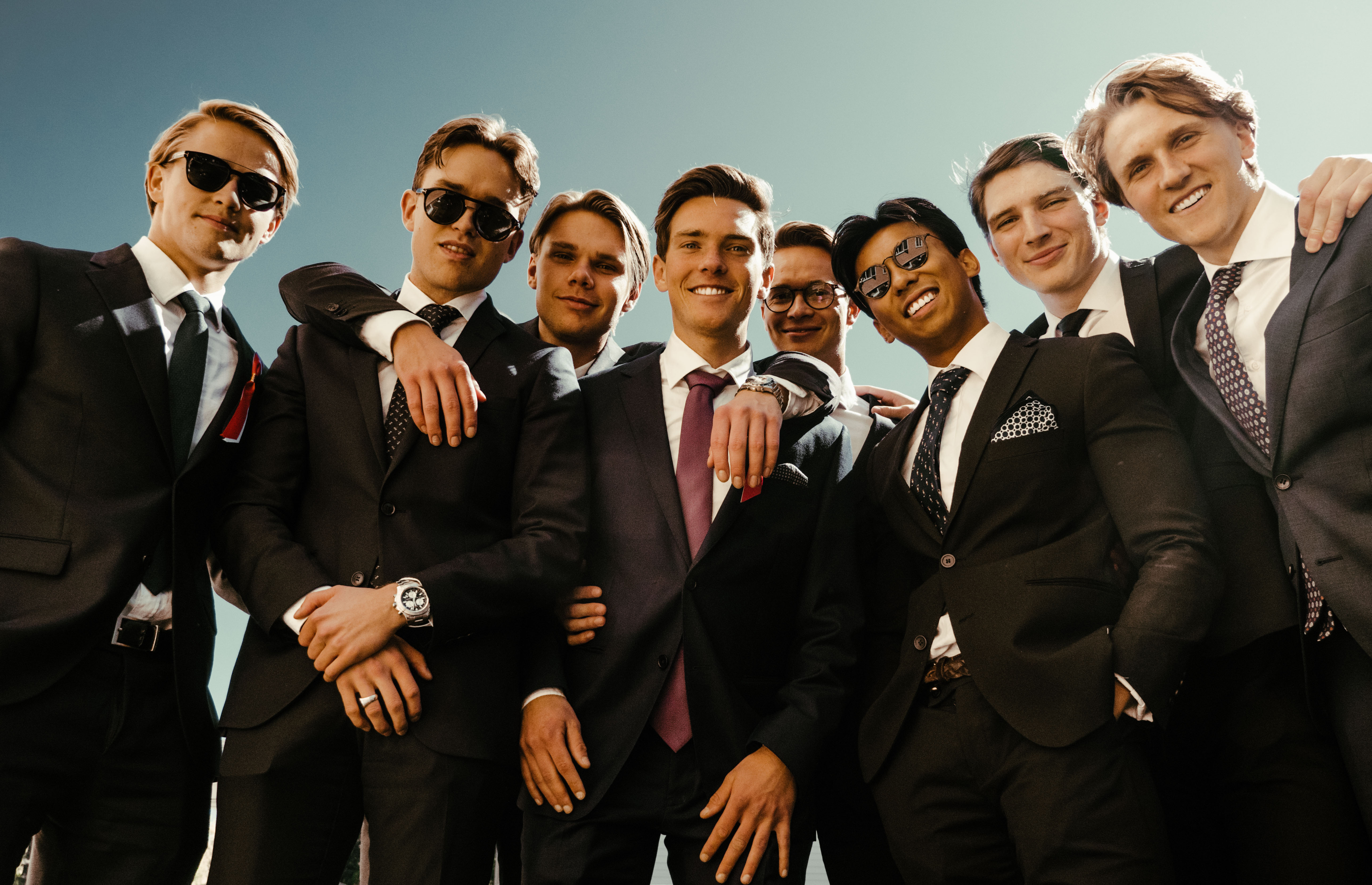 17. Mai 2019 - Group of guys in suits