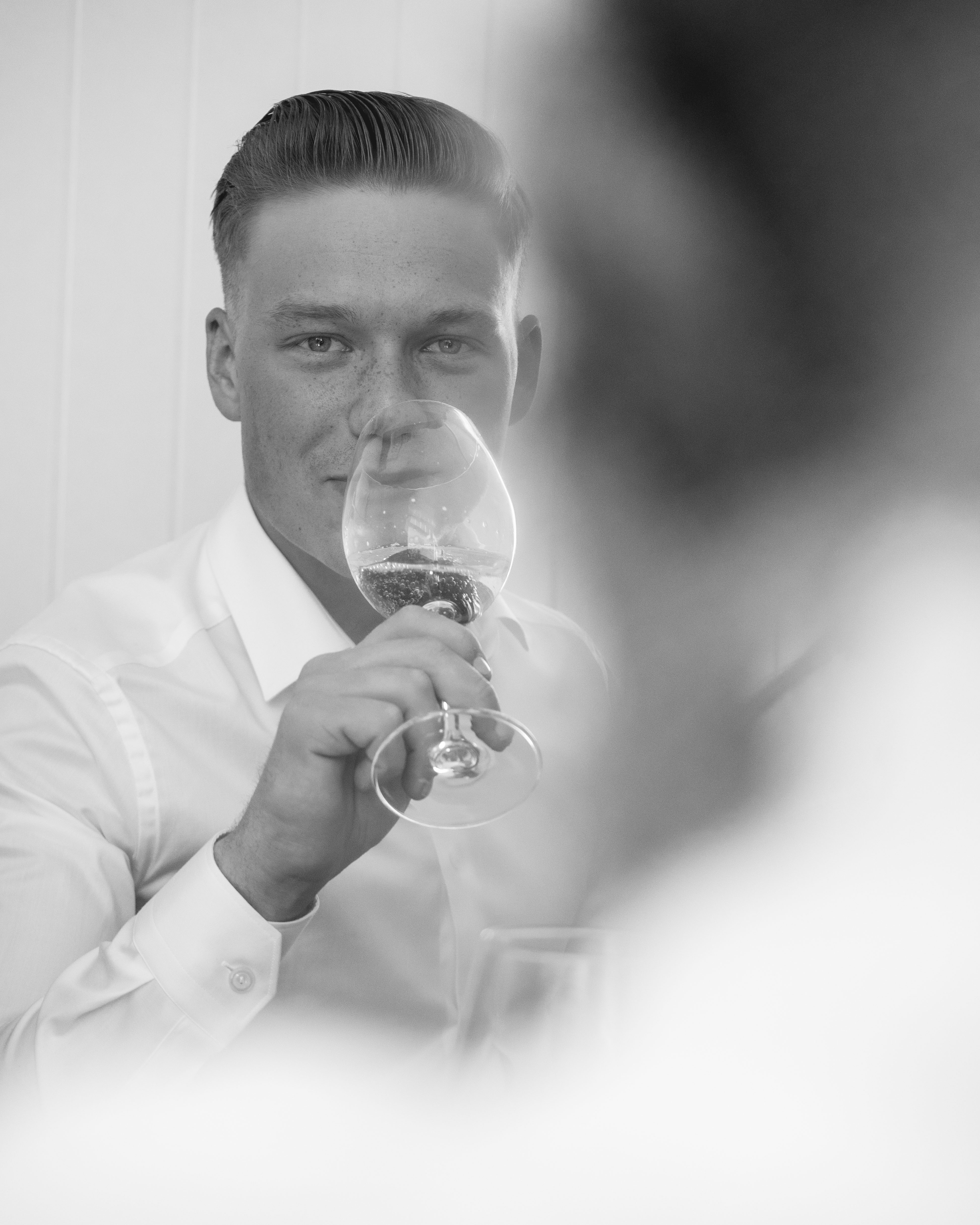 17. Mai 2019 - Man drinking wine