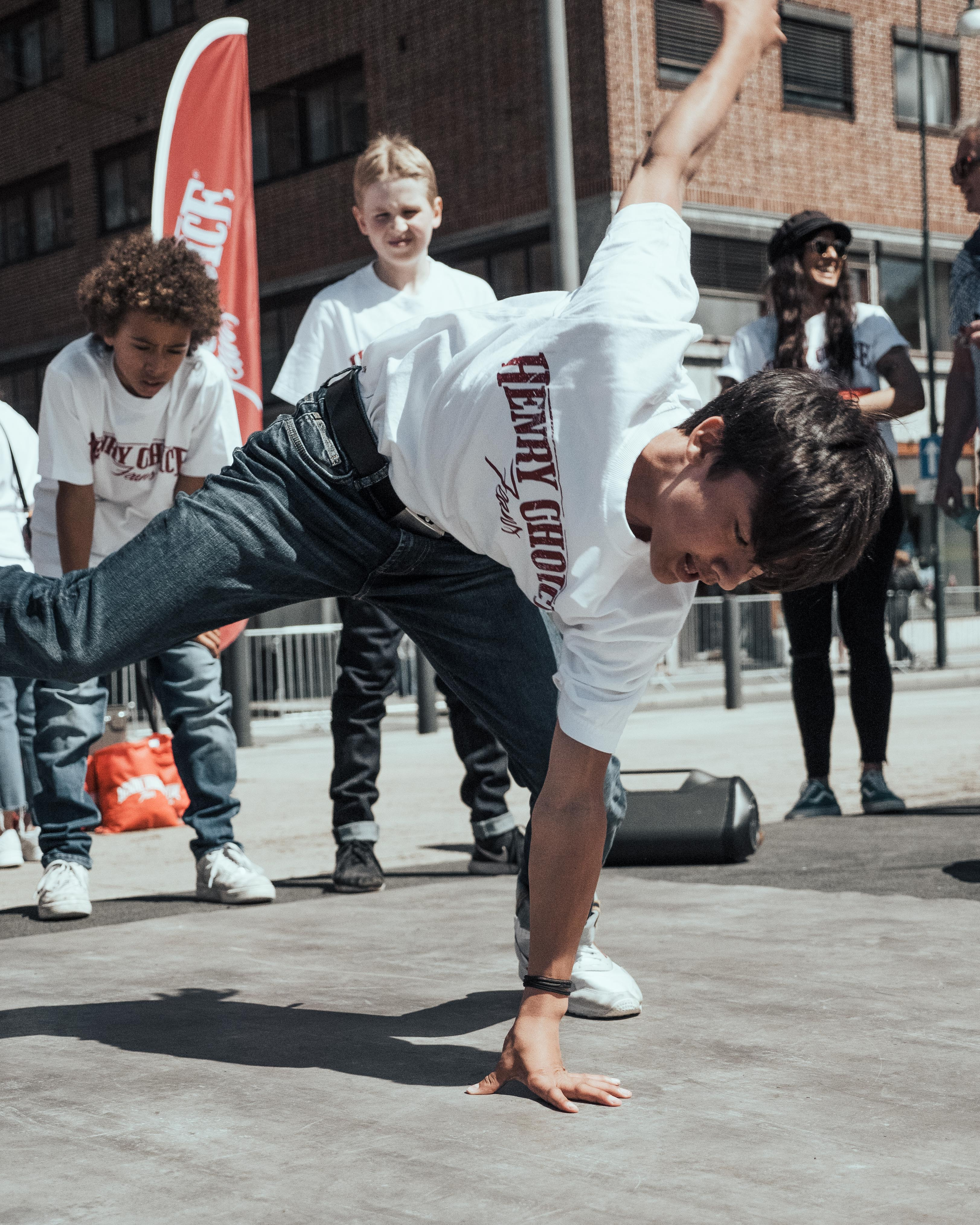 Henry Choice, VG-Lista 2019 - young boy breakdancing