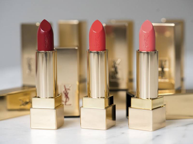 Son YSL Pur Couture Satin Radiance Lipstick có chất son satin mềm mỏng dễ tán