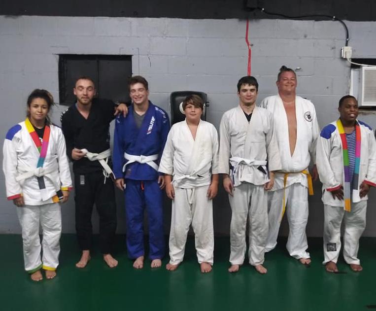 A group photo after a martial arts jiu jitsu class team one southern indiana