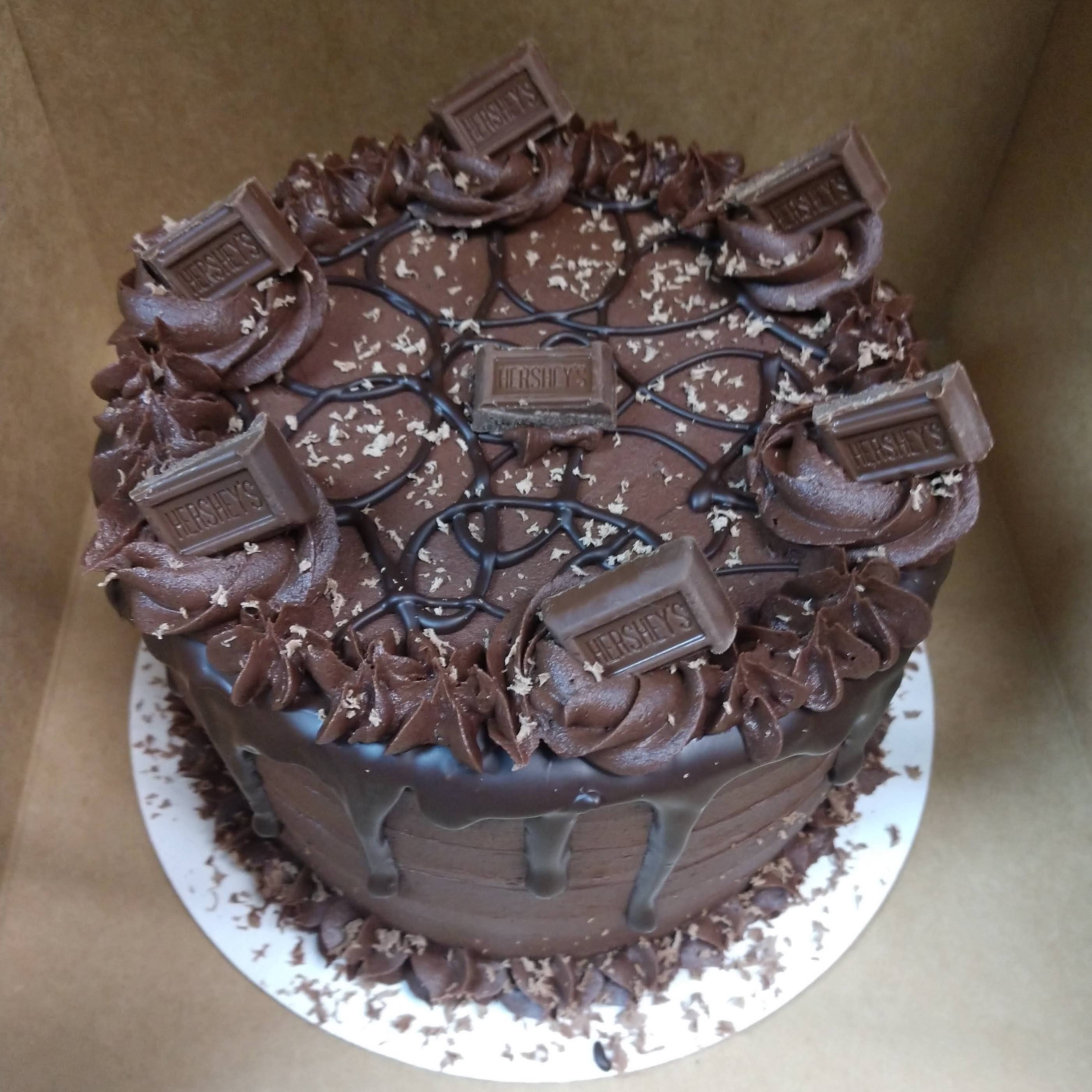 6in cake with choc. indulgence frosting, choc. drizzle and hershey's pieces