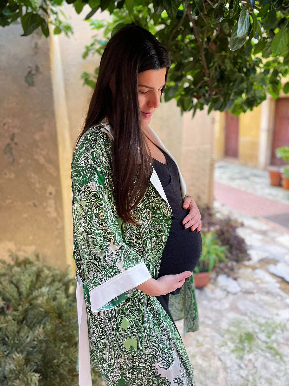 Mummy-to-be Eleanor in our 'Maya' kimono