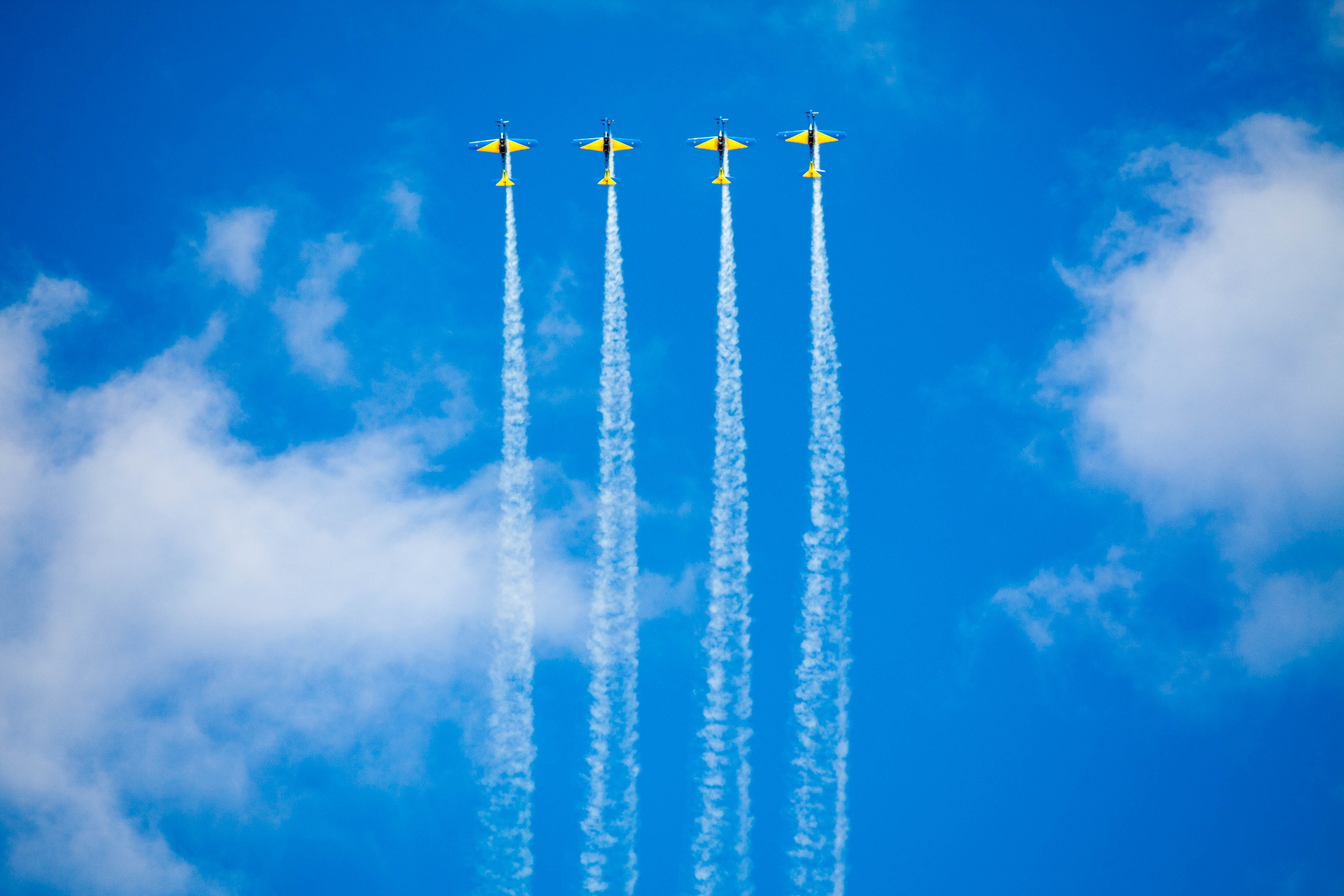 4 planes that fly together