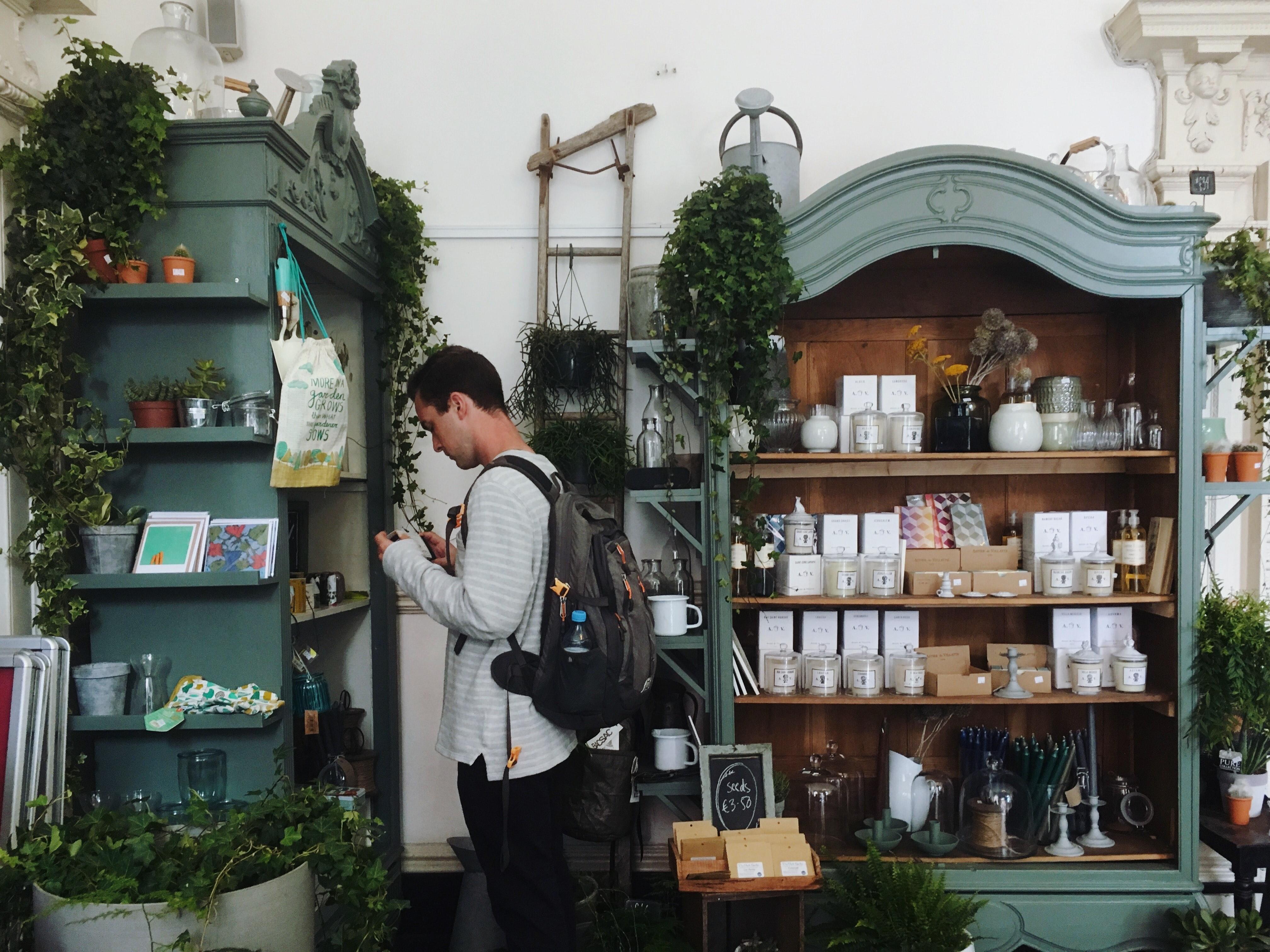 Customer Shop Photo by Ellen Auer on Unsplash