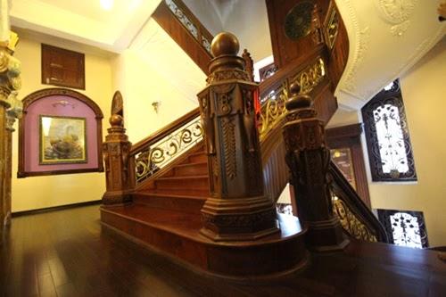 trụ cầu thang gỗ cho biệt thự sang trọng