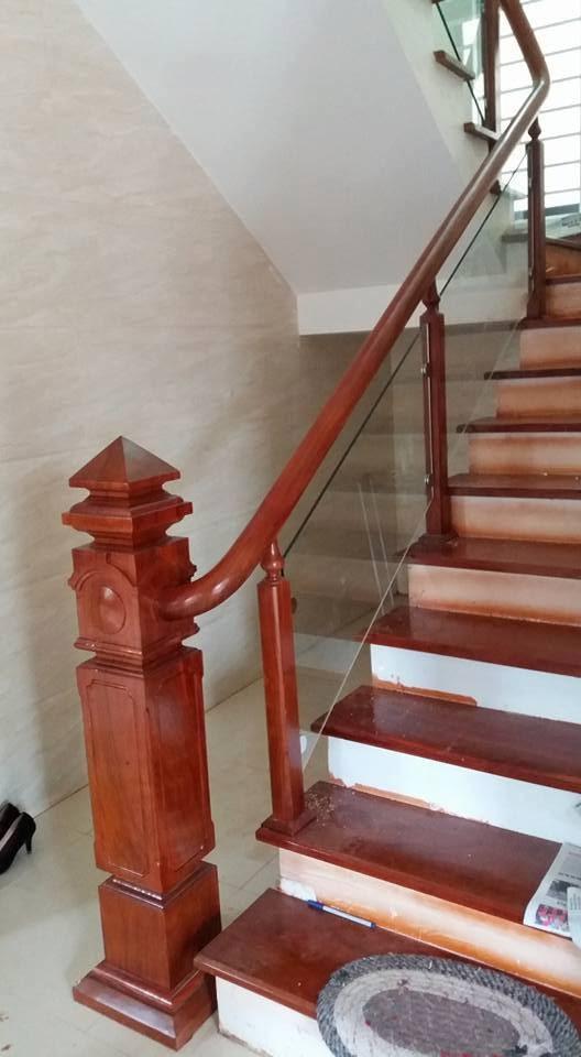 mẫu trụ cầu thang gỗ đẹp