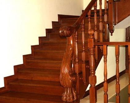 trụ cầu thang gỗ đẹp