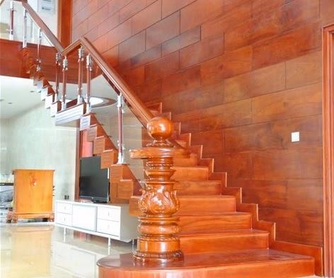 trụ cầu thang gỗ hiện đại