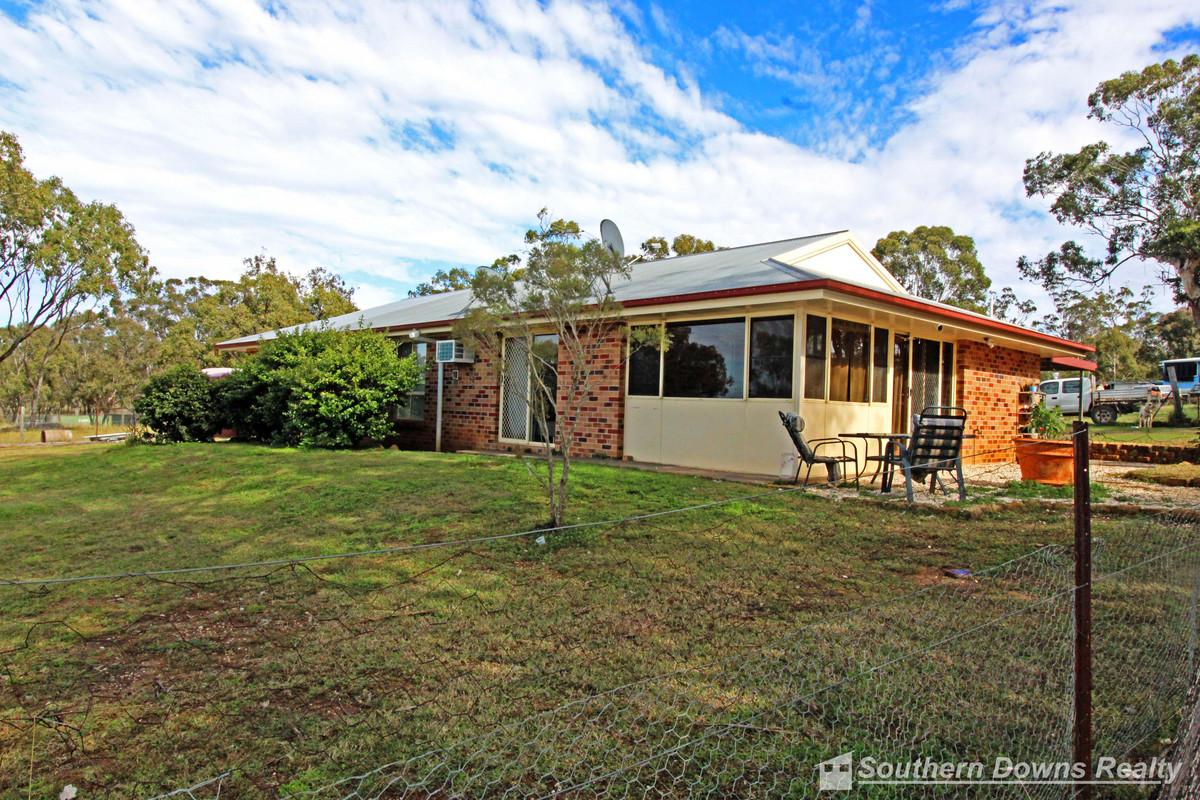 104 Shepherds Drive, Deuchar QLD 4362