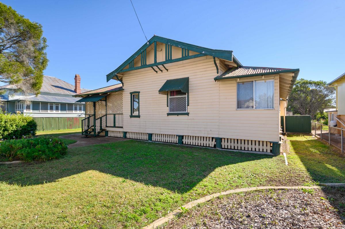 15 Wood Street, WARWICK QLD 4370