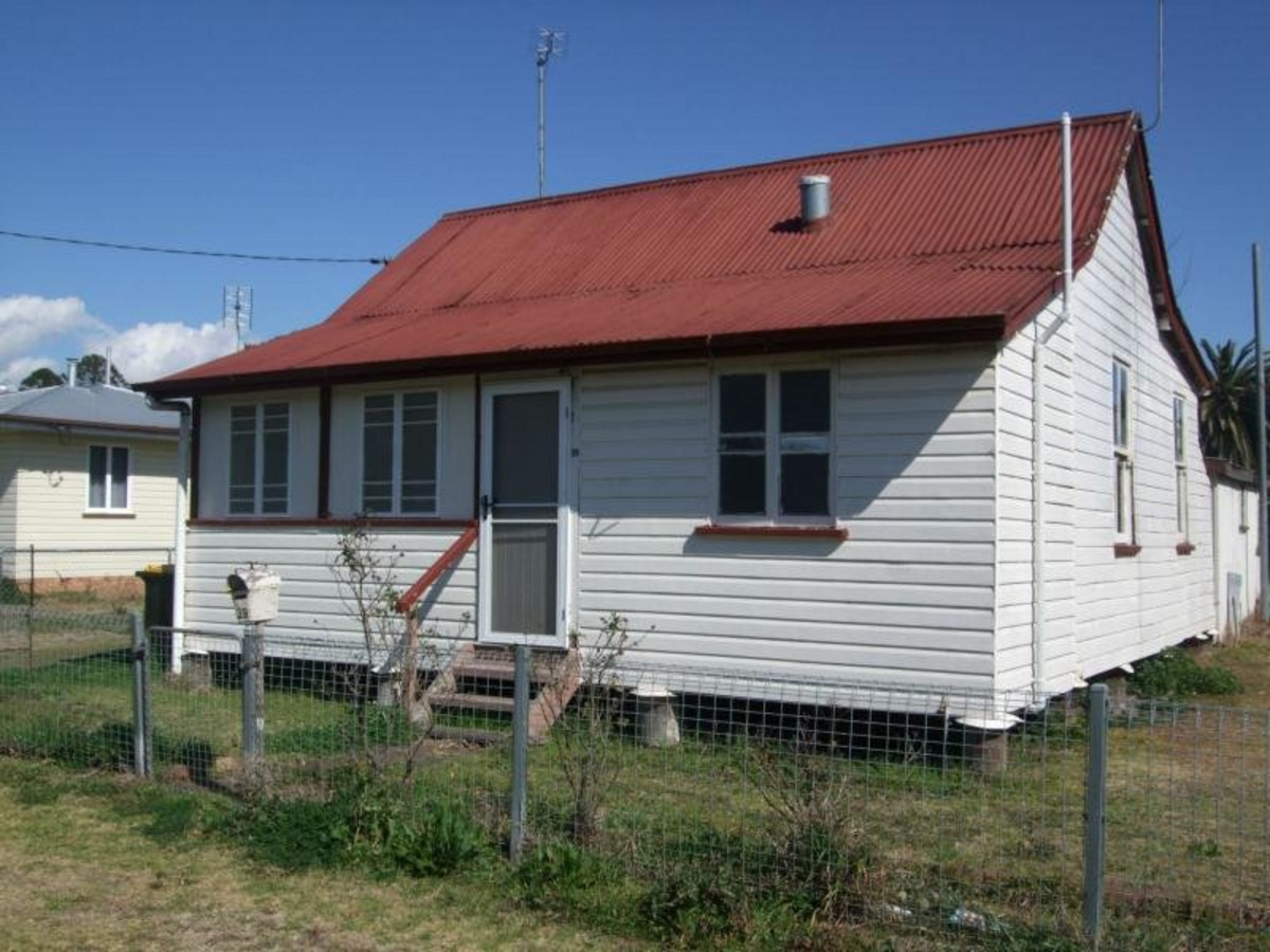 39 Stewart Avenue, WARWICK QLD 4370