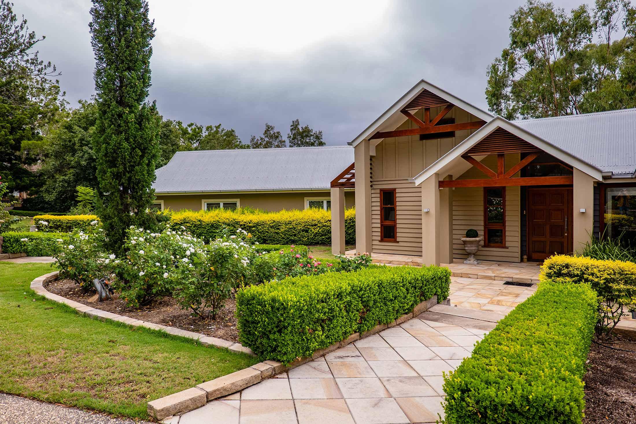 wariwick house front door green gardens