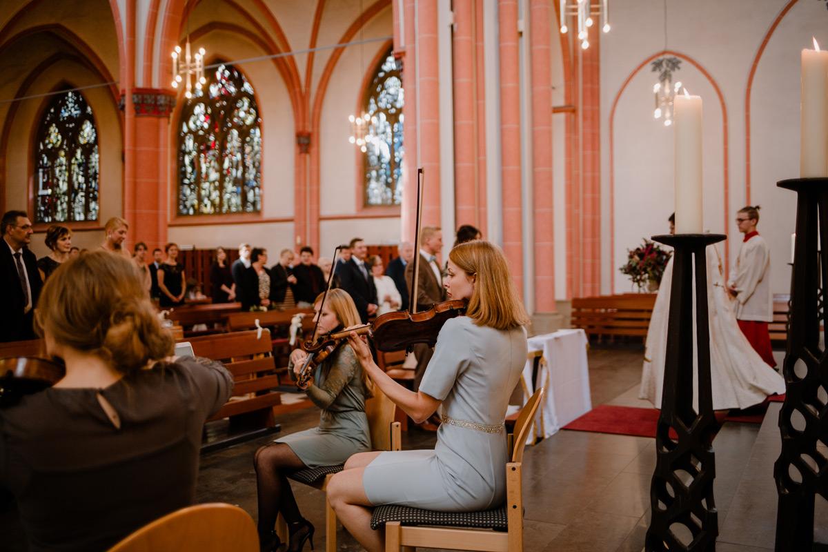 Streichquartett-Auftritt bei einer kirchlichen trauung