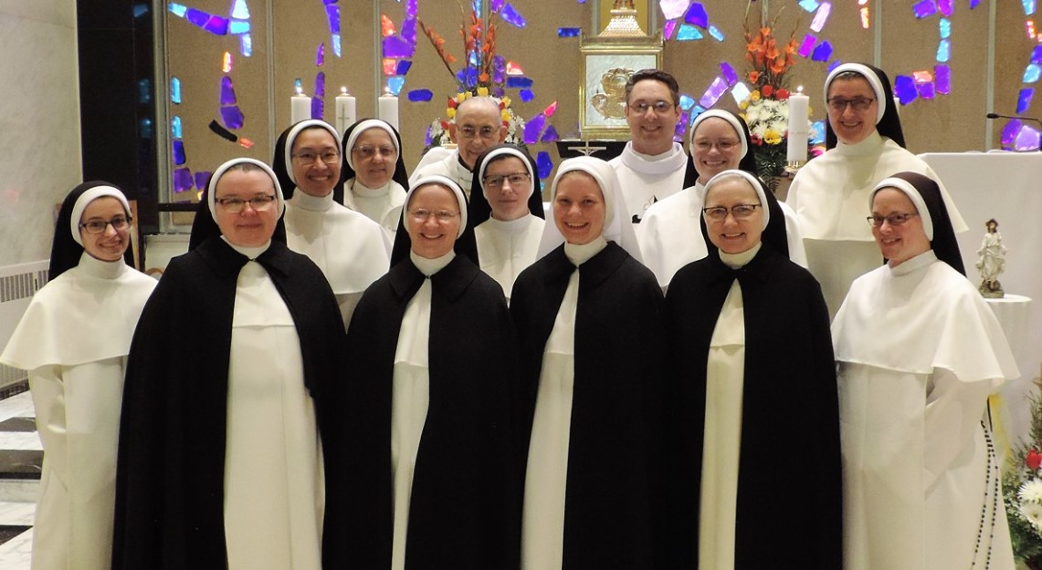 Community picture of the Sisters.