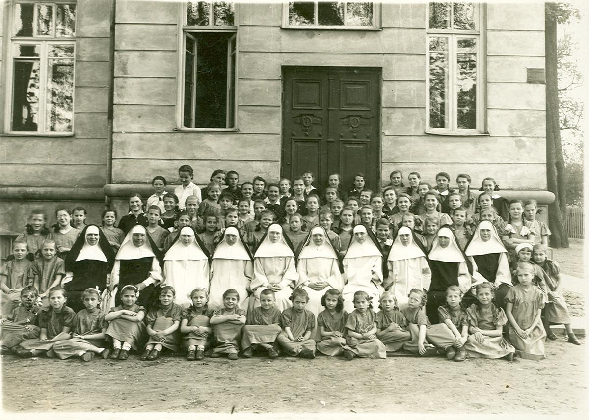 School photo of Blessed Julia and her fellow sisters with the children.