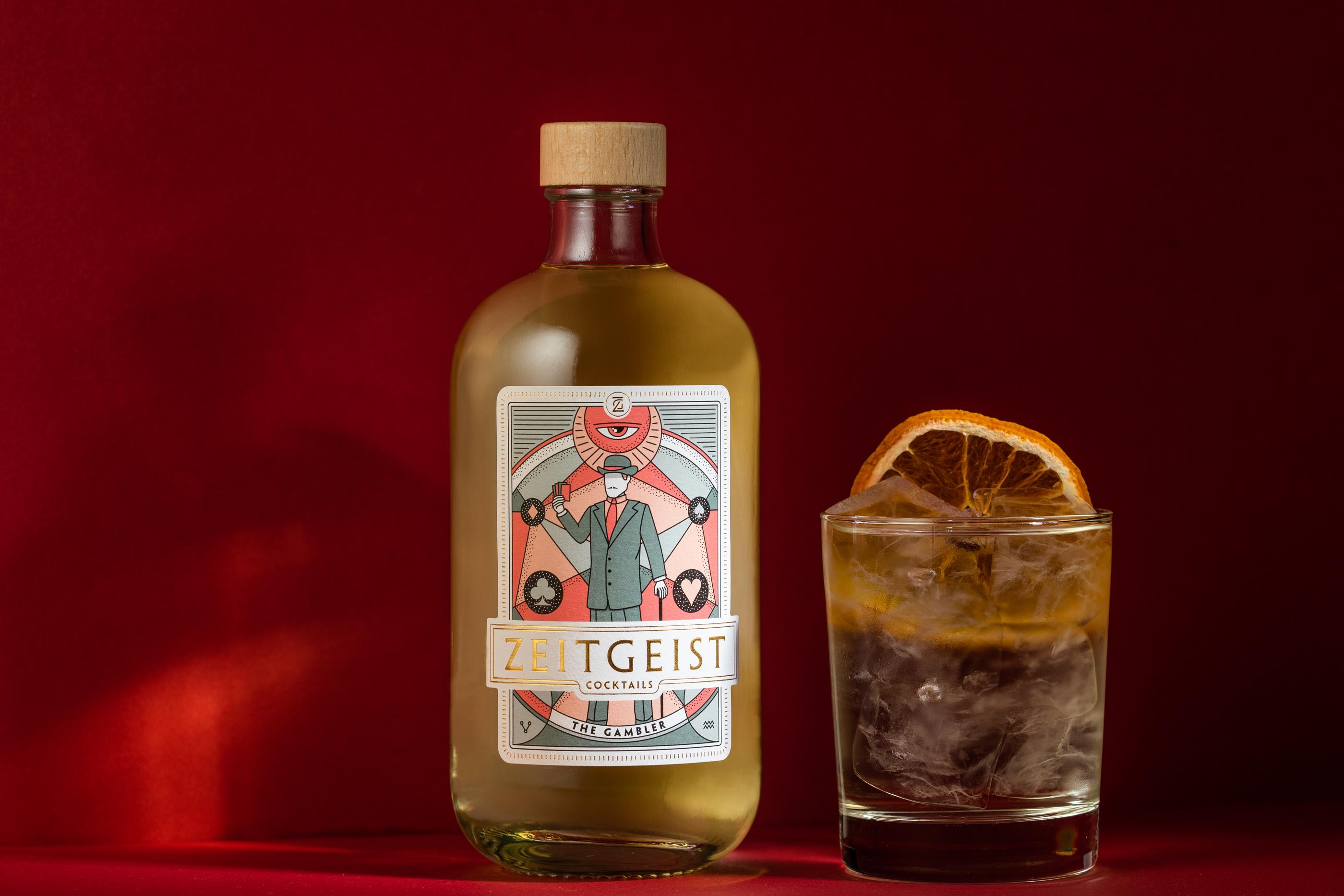 Ein Blatt voller komplexer Aromen. Mit Gin und Wermut auf der Hand steht das Glück auf deiner Seite.