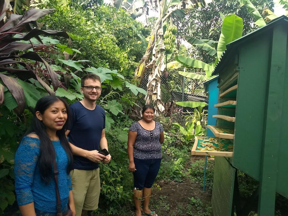 Los voluntarios nos ayudan a instalar tecnologías verdes