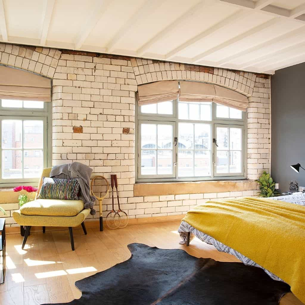 Plaid jaune Moutarde posé sur un lit dans une chambre parentale