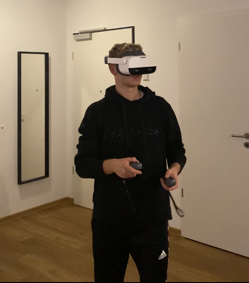 Pro-footballer Thomas Rekdal training with Be Your Best VR-trainer.