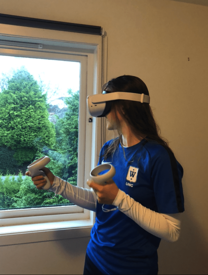 Football player, Nathalie Jørgensen, training with the Be Your Best VR-trainer.